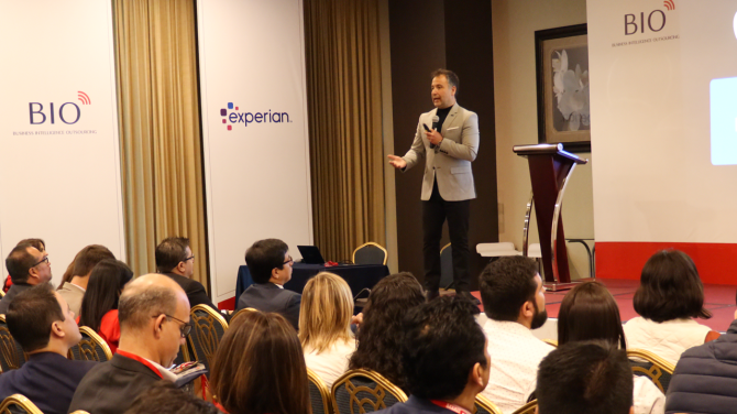 andres-silva-arancibia-apebit-digital-sales-cx-congreso-keynote-speaker-conferencias-charlas-seminarios